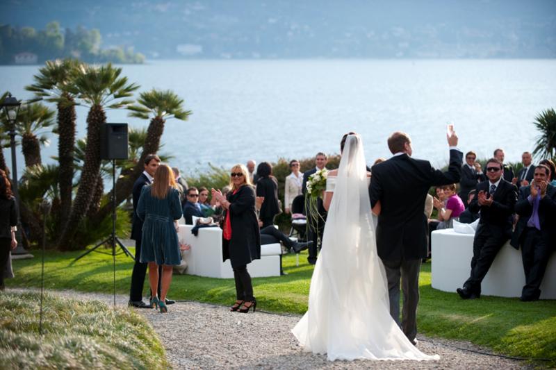 Matrimonio Spiaggia Lago Maggiore : Il velo e cilindro matrimonio al lago maggiore