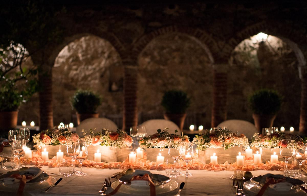 Cena nel chiostro matrimonio sul mare - il Velo e il Cilindro Wedding Planner Milano
